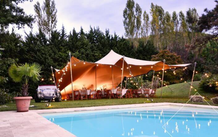 Tente nomade en mode réception vintage